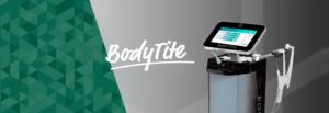 Imagem do aparelho BodyTite que é retangular e preto, com o nome escrito na lateral em branco. A imagem possui grafismos verdes e fundo cinza, com o logotipo do BodyTite no centro, em branco.